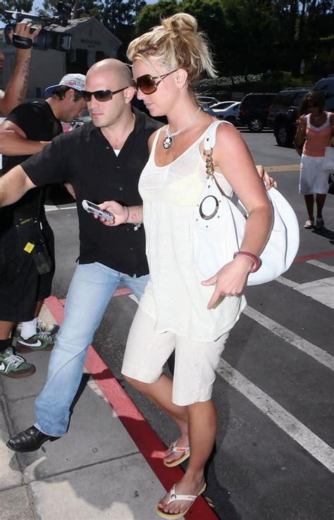 Style Britneys Bag by Leather Shoulder Bag Looks