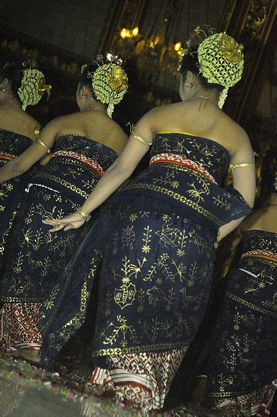 seluruh tubuh sejarah batik indonesia produk moment dan ilmu pengetahuan