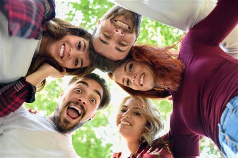 free images for friends friends in circle with heads together smiling photo free