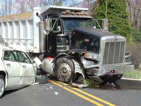 portraits crachs un 2221132092 urgent collision du bus de la cimenterie du sahel et d un camion malien mort de lamine