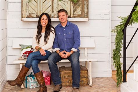 chip and joanna gaines tour schedule fixer upper hosts chip and joanna gaines holiday house