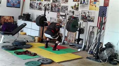 whats bench press fast and explosive or slow reps for bench press squats