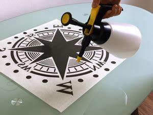 Auto Aufkleber Richtig Anbringen by Montage Autoaufkleber Bunt
