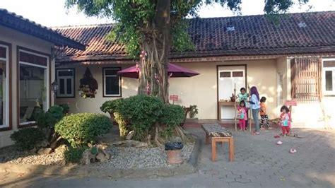 Coklat Monggo coklat monggo menyediakan mainan tradisional indonesia picture of chocolate monggo factory