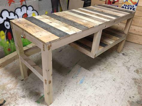 Pallet desk with integrated shelf 1001 pallets