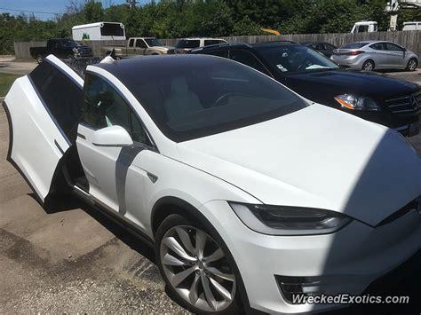 Tesla Wing Doors by Tesla Model X Falcon Doors In An Impromptu Crash Test They