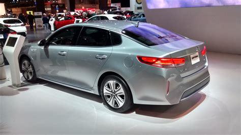 kia optima hybrid plug  auto show debut  features