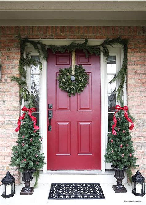 christmas front porch 1000 ideas about christmas front doors on pinterest
