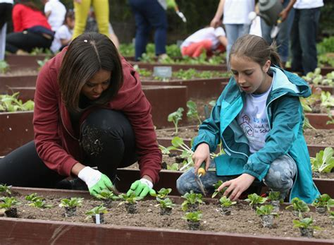 Michelle Obama Photos Photos Schoolchildren Help Obama Vegetable Garden