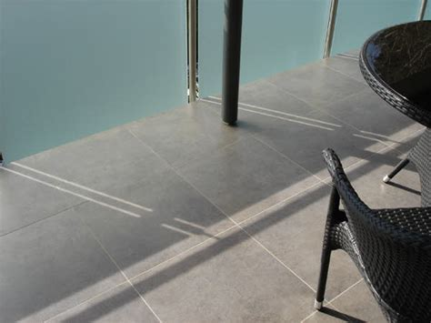 bodenfliesen außenbereich fliesen balkon design
