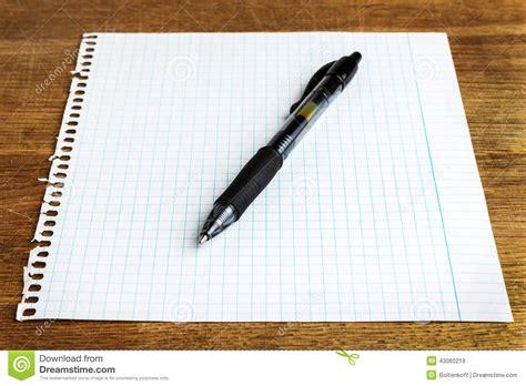 Exceptionnel Bureau En Bois Blanc #8: Feuille-de-papier-avec-le-stylo-43060219.jpg