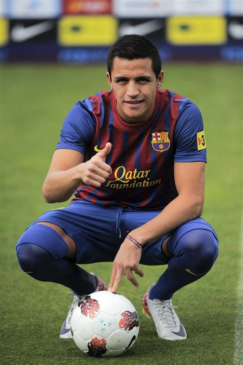 alexis sanchez latest news alexis sanchez in barcelona fc unveils new signing alexis
