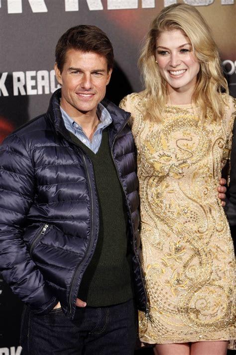 Film Tom Cruise Rosamund Pike | rosamund pike in jack reacher premiere in madrid zimbio