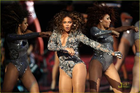 Beyonce Hits Japan Looking Uncharacteristic At Best by Beyonce Puts A Ring On It At The 2009 Vmas Photo 2212382