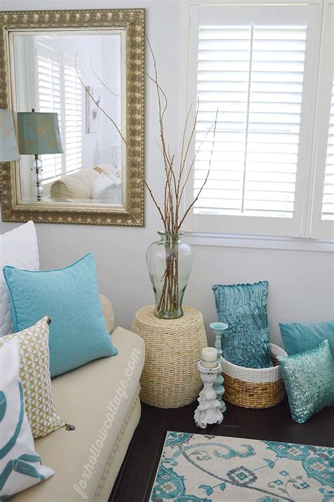 decorating with aqua coastal cottage summer living room fox hollow cottage
