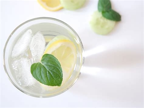 Detox Wasser Zitrone Minze by Infused Wasser Mit Zitrone Gurke Und Minze