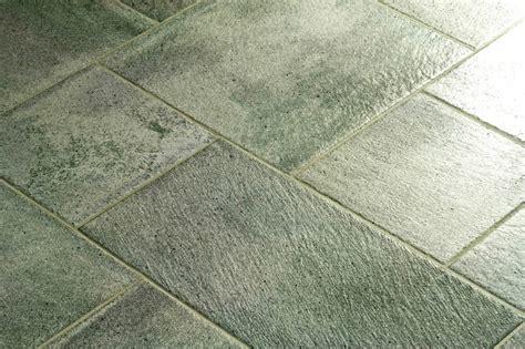 Badezimmer Fliesen Kaputt by Bodenfliesen Reparieren 187 So Wird S Gemacht