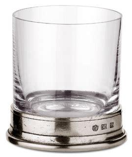 sta su bicchieri la o cu bicchiere ancilino