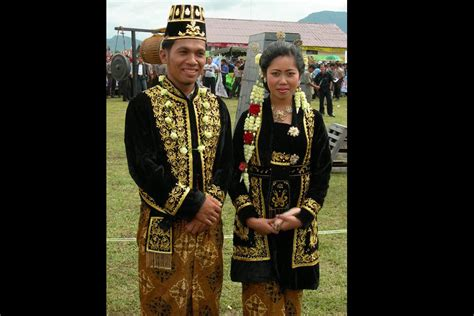 Baju Adat Khas Jawa Tengah pakaian jawa timur new style for 2016 2017