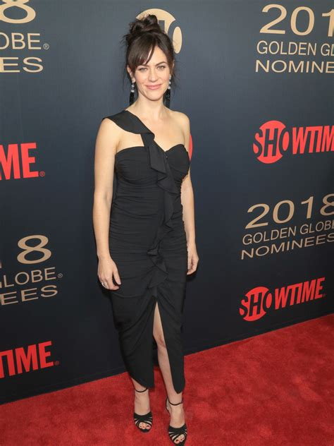 does mavgie siff wear extensions maggie siff one shoulder dress newest looks stylebistro