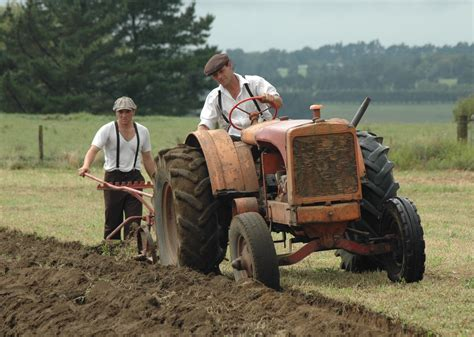 i am not a tractor how florida farmworkers took on the fast food giants and won books allis chalmers working the fields antique tractor