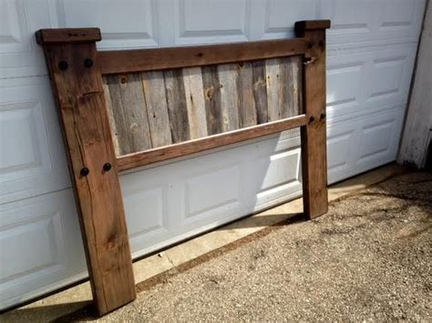 Barn Wood Headboard 17 Best Ideas About Barn Wood Headboard On Diy Headboard Wood Rustic Headboards And