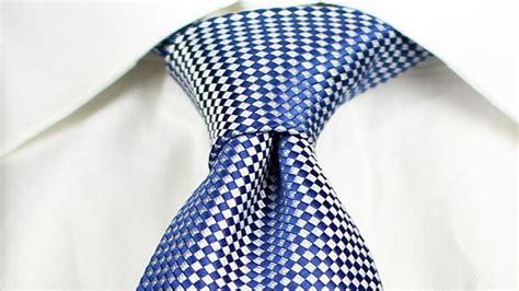 como hacer el nudo para corbata c 243 mo hacer un nudo de corbata las 5 opciones m 225 s populares
