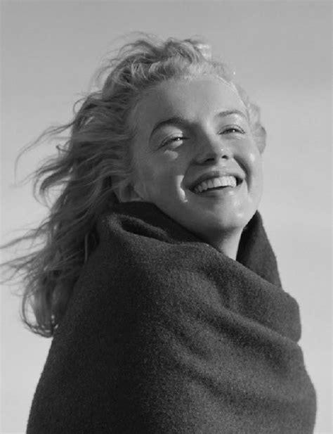 Série de fotos rara mostra Marilyn Monroe com 20 anos (e