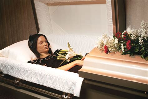 famous people in their caskets dead celebrities in open caskets newhairstylesformen2014 com
