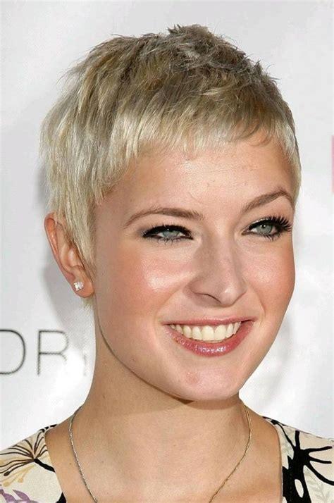 frisuren kurz rundes gesicht blond aktuelle und neue