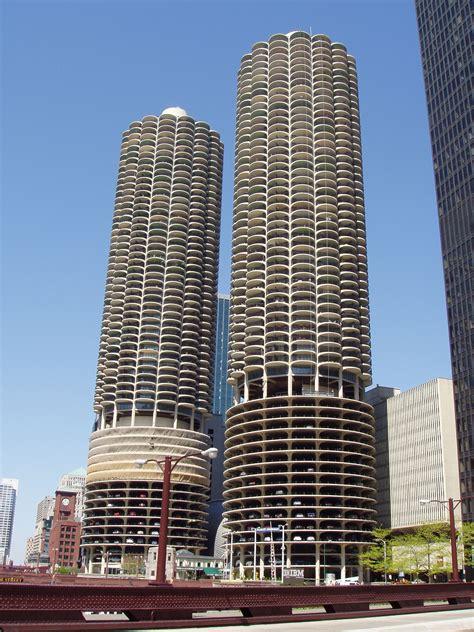 parking garage downtown chicago
