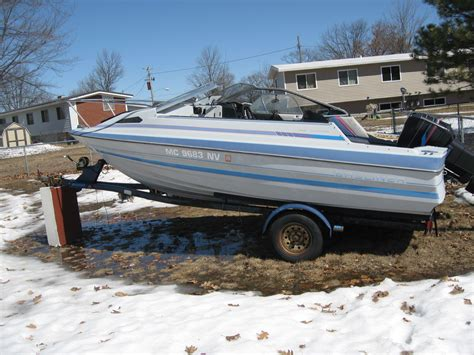 cuddy cabin boats with outboard motors 199os bayliner cuddy 19ft with 85 hp force outboard 1997