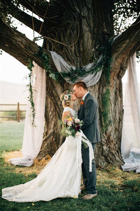 "12 Ways To Decorate ""Trees"" At Your Spring Wedding!"