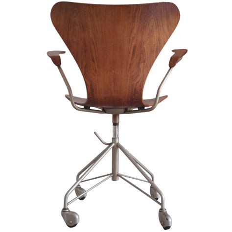 wooden swivel desk chair wood swivel desk chair tubmanugrr