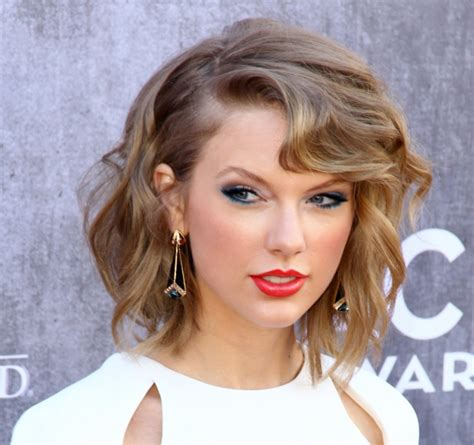 how tall is taylor swift s brother taylor swift weight height net worth measurements bra size