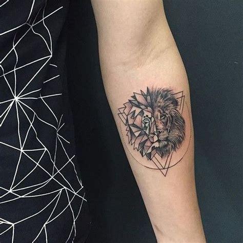 ideas con leones en los brazos tatuajes que inspiran