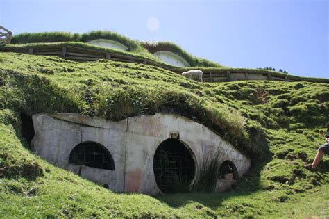 hobbit hole wow this is how the hobbit film set looks now think i
