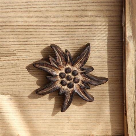 Bouton de porte bois brulé Edelweiss 8x8   Les Sculpteurs