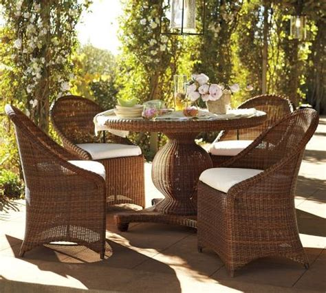 Palmetto All Weather Wicker Round Pedestal Dining Table