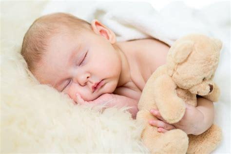 baby überstreckt kopf beim schlafen 9 s 252 223 e bilder schlafenden babys