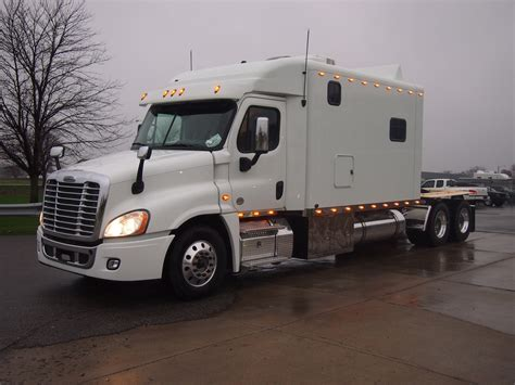 Freightliner Cascadia Sleeper by Product Image