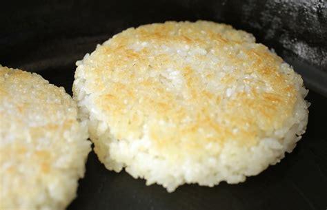 rice balls in seaweed flakes gimgaru jumeokbap recipe maangchi com
