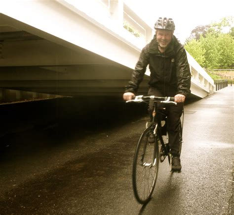 cycling in the rain clothing 10 gear essentials for biking to work start standing