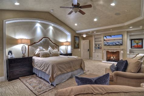master bedroom with bathroom and walk in closet master bathroom with walk in closet home design