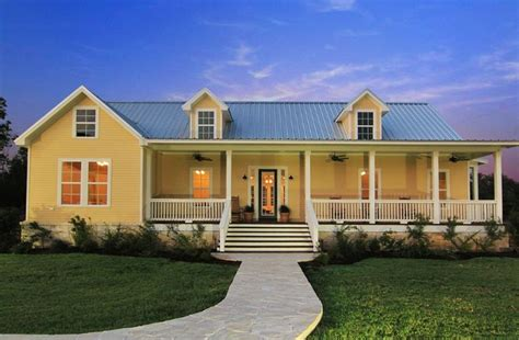 Texas Farmhouse Homes | pinterest discover and save creative ideas