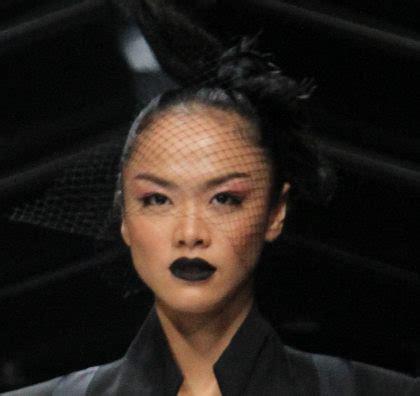 severus love tips aplikasi lipstik untuk bibir hitam tren lipstik hitam di jfw 2015 ini cara aplikasi agar tak