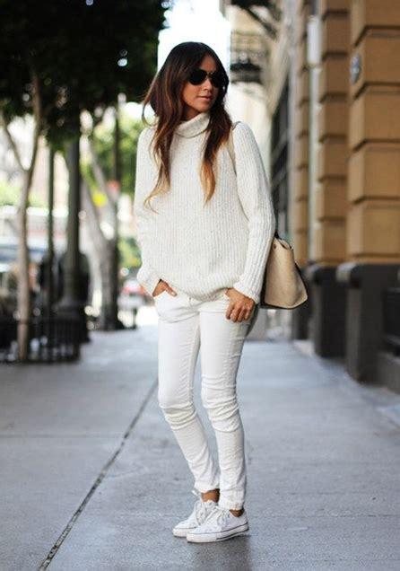 Bu Guess White kad箟n beyaz kazak dar pantalon krem 231 anta ayakkab箟