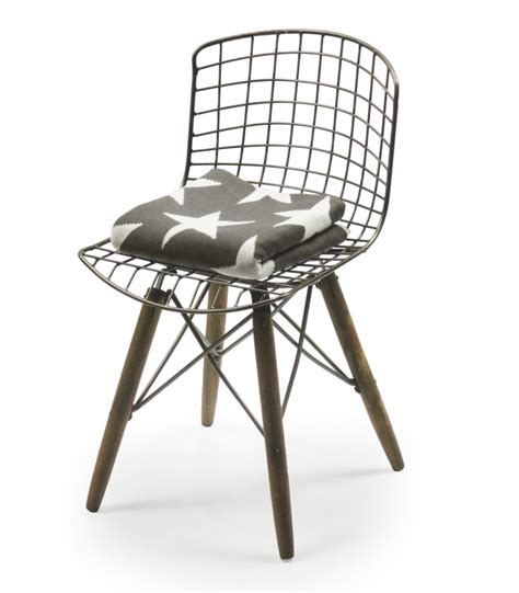 chaise en fer chaise design fil de fer et pieds en bois wadiga com