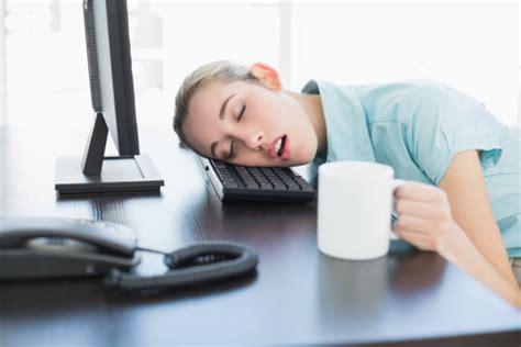 Bantal Biar Tidur Cukup mau tahu trik trik nyolong tidur di kantor ini lho 4