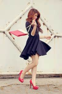 what color shoes to wear with blue dress blue navy dress with high heels what color shoes to wear